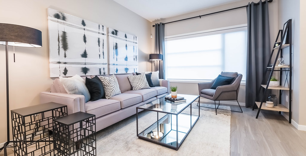 7 Advantages of a New Edmonton Laned Home Living Room Image