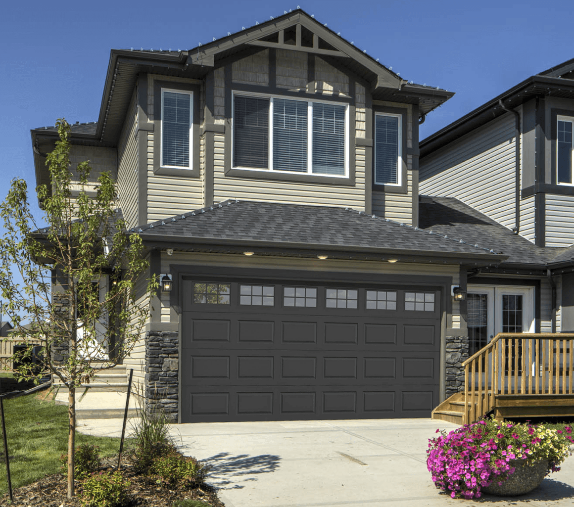Sterling's Strategies for Selling in the Summer Curb Appeal Image